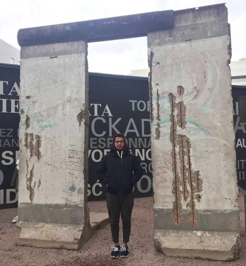 Berlin Wall. Irfan Chaudhary No Bag Hoodie Nike